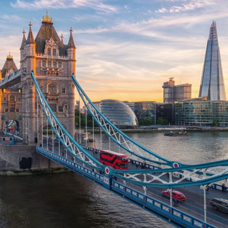 Private London Heathrow Airport Transfers (LHR) for Central London or Docklands