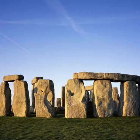 Stonehenge, Windsor Castle, and Bath Day Tour from London | KitMyTrip
